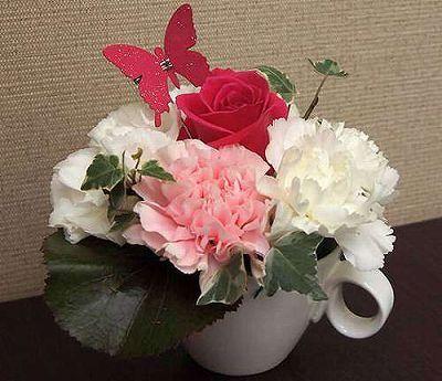 フラワーカップ ホワイト【誕生日 記念日 贈答 アレンジメント 花 バースデー 敬老の日】