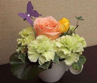 フラワーカップ イエロー【誕生日 記念日 贈答 アレンジメント 花 バースデー 敬老の日】の画像1枚目