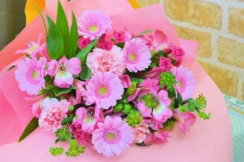 【送料無料】ピンク系の花束(生花)【花 フラワーギフト アレンジメント フラワー 誕生日】の画像1枚目
