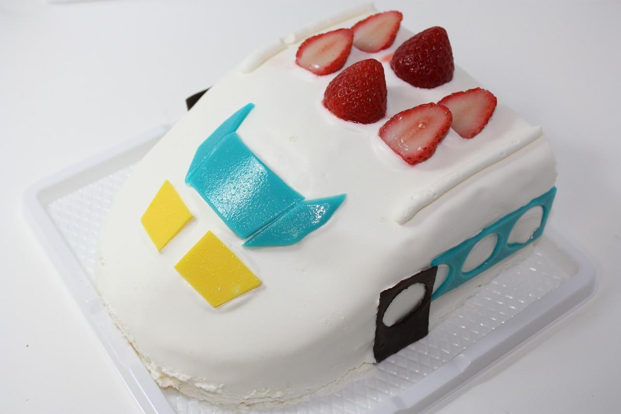 目玉商品!立体生クリームデコレーション 新幹線ケーキ5号の画像1枚目