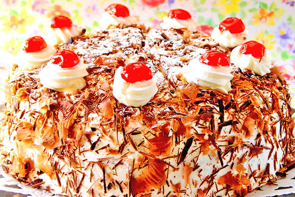 最高級洋菓子 シュヴァルツベルダーキルシュトルテ15cm【メッセージプレートなし】