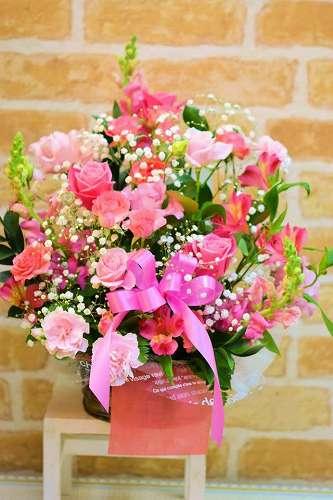 【送料無料】ピンクのアレンジメント(生花)【花 フラワーギフト アレンジメント フラワー 誕生日】の画像1枚目