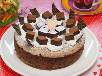 生チョコたっぷり飾り 魅惑のガトーショコラ 6号 4人〜8人向き【誕生日 ガトーショコラ ケーキ デコ バースデーケーキ バースデー】の画像1枚目