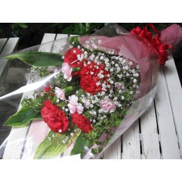 大輪赤カーネーションの花束