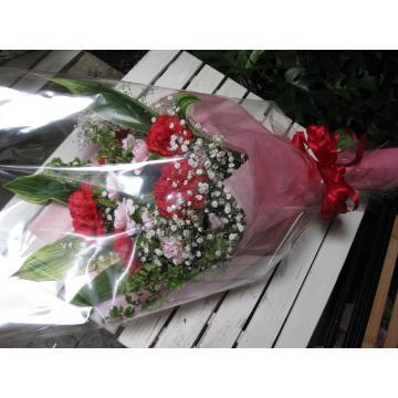 大輪赤カーネーションの花束の画像3枚目