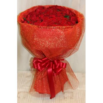 ゴージャスなプレゼントにはぴったり 赤バラ100本の花束の画像1枚目