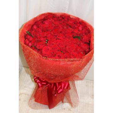 ゴージャスなプレゼントにはぴったり 赤バラ100本の花束の画像2枚目