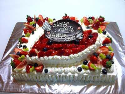 【東京 横浜市、みなとみらい近辺配送】【送料無料】【パーティ用 ウエディング用ケーキの生ケーキを宅配】【25×35cm】スクエア2段ハートの画像1枚目