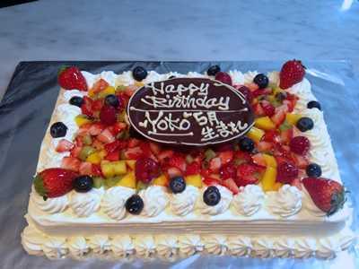 【東京 横浜市、みなとみらい近辺配送】【送料無料】【パーティ用 ウエディング用ケーキの生ケーキを宅配】【20×28cm】スクエア1段の画像1枚目