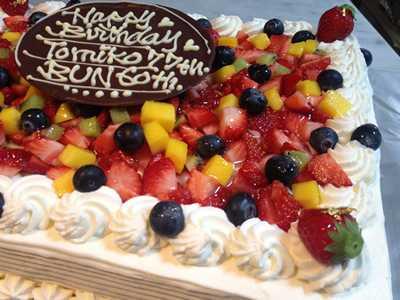 【東京 横浜市、みなとみらい近辺配送】【送料無料】【パーティ用 ウエディング用ケーキの生ケーキを宅配】【20×28cm】スクエア1段の画像2枚目