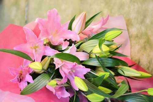 【送料無料】ピンクユリの花束(生花)【花 フラワーギフト アレンジメント フラワー 誕生日】の画像1枚目