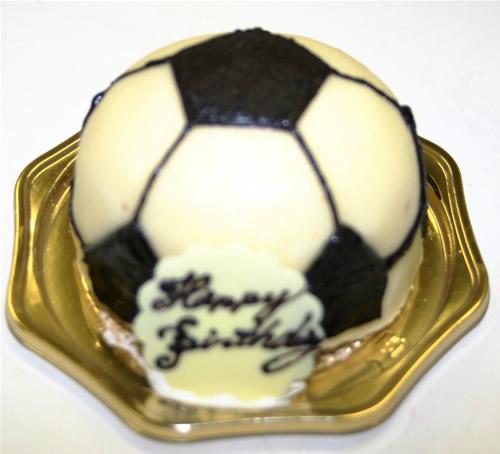 立体ケーキ・サッカーボール8号(直径24cm)【ケーキ バースデー バースデーケーキ デコ】の画像1枚目