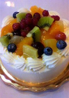 【2016年12月24日配送不可】季節のフルーツ9種類を使用したデコレーションケーキ 4号の画像1枚目