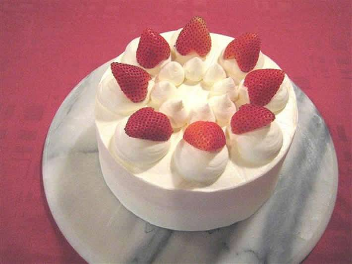 シェ・ワタナベ特製低カロリーショートケーキ(6号)の画像1枚目