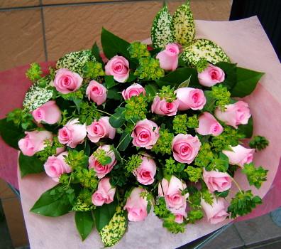 送料無料 おまかせ! ピンクのバラブーケ花束 開店18【お急ぎ便対応】【敬老の日 誕生日 開店祝い】