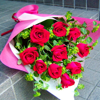 花 花 プレゼントにも 赤バラの花束花 プロデザイナーの監修プレゼント バラ 結婚記念日 開店祝い 退職にも 4 花束【お急ぎ便対応】【敬老の日 誕生日 開店祝い】の画像1枚目