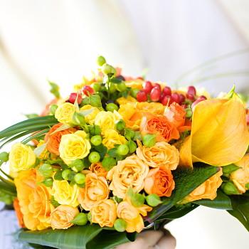 プロデザイナー監修 おまかせ 黄色オレンジ系花束【お急ぎ便対応】【敬老の日 誕生日 開店祝い】