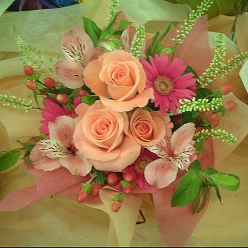 送料無料 おまかせ! ピンク系アレンジメント【お急ぎ便対応】【敬老の日 誕生日 開店祝い】