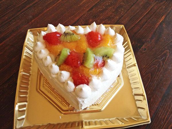 ハートのフルーツデコレーションケーキ4号