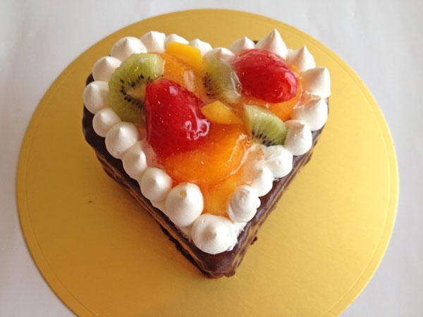 ハートのフルーツザッハトルテ風チョコケーキ5号【誕生日 デコ バースデー ケーキ バースデーケーキ】の画像1枚目