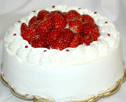 生クリームたっぷりな苺のデコレーション6号【誕生日 デコ バースデー ケーキ】の画像1枚目