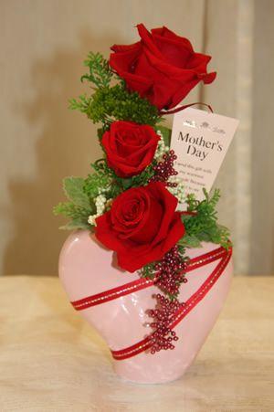 一輪ずつ丁寧に咲かせた大輪の赤バラがポイントのプリザ☆笑華オリジナルエレガントプリ☆【母の日】【花 フラワーギフト フラワー】の画像1枚目