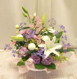 やさしく上品な供花(白・パープル系)0255【花 フラワーギフト フラワー】の画像1枚目
