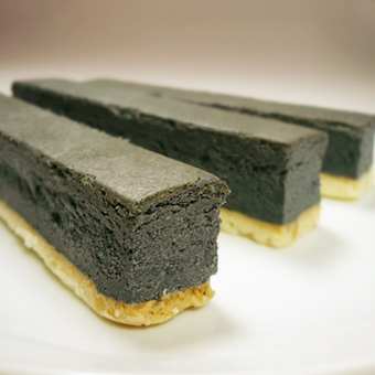 【炭チーズバー】ヘルシーチャコール使用【黒いチーズバー】の画像1枚目