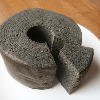 【炭バームクーヘン】ヘルシーチャコール使用【黒いバームクーヘン】の画像1枚目
