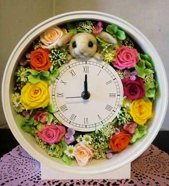 うさぎとバラの花時計