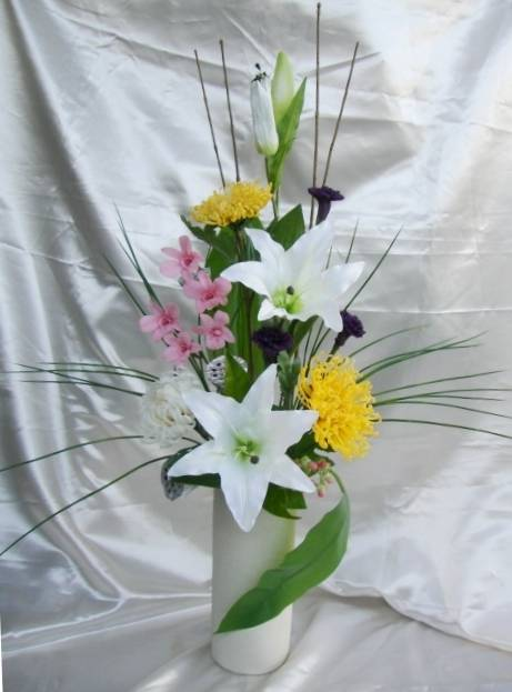 仏花 大輪の菊とピンク色のデンファレ【ギフト】の画像1枚目