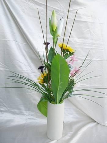 仏花 大輪の菊とピンク色のデンファレ【ギフト】の画像2枚目
