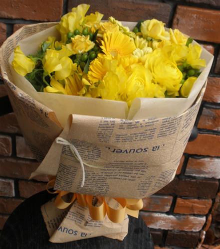【ポイント10倍】花束 イエローアソートメントブーケ【花 フラワーギフト プレゼント 花束 フラワー】の画像1枚目