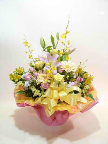 生花アレンジバスケット入り11【花 フラワーギフト プレゼント お祝い 誕生日 贈り物】の画像1枚目