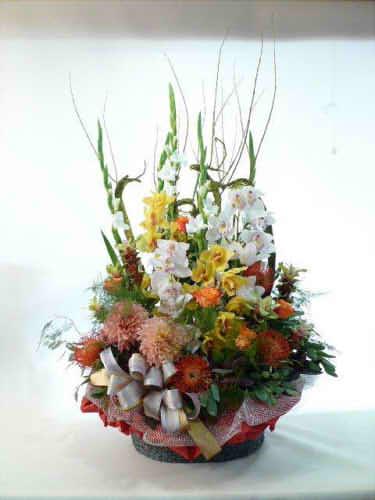 生花アレンジバスケット入り12【花 フラワーギフト プレゼント お祝い 誕生日 贈り物】の画像1枚目