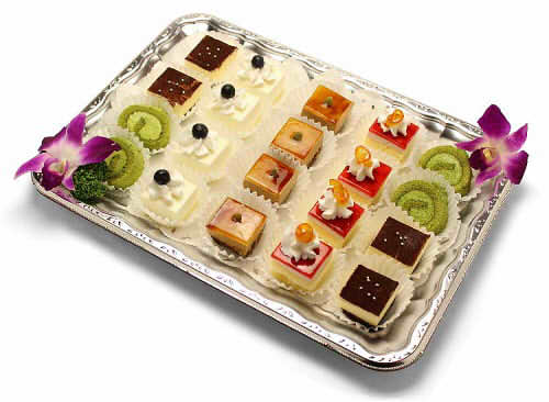 【ポイント10倍】プチケーキ盛り合わせ【手作り オードブル 惣菜 高級食材使用】の画像1枚目