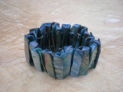 天然の貝ブレスレット 青