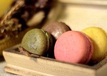 マカロン【チョコ】7個入り【贈り物 プレゼント 詰め合わせ セット お祝い 焼き菓子】の画像1枚目