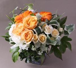【ポイント10倍】【銀座花門】オリジナルアレンジメント M(オレンジ)【花 フラワーギフト プレゼント お祝い 誕生日 贈り物】の画像1枚目