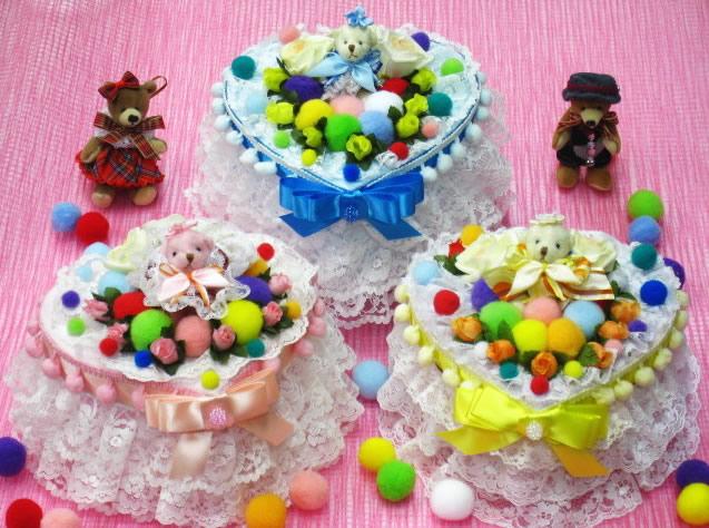 【ポイント10倍】レースやお花のオムツケーキ 40%オフのカラフルなハート形の1段おむつケーキ【あす楽対応】【出産祝い 名入れ プレゼント 贈り物】の画像1枚目