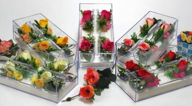 【ポイント10倍】ペーパータオルケース アートフラワーのバラ等を使ってアレンジしたペーパータオルケース【誕生日 名入れ プレゼント 贈り物】の画像1枚目