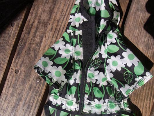 花柄レインコート黒【誕生日 贈り物 プレゼント お祝い ペット 洋服】の画像3枚目