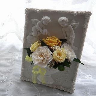 【誕生日花ギフト】プリザーブドフラワー天使のフレーム(黄)の画像1枚目
