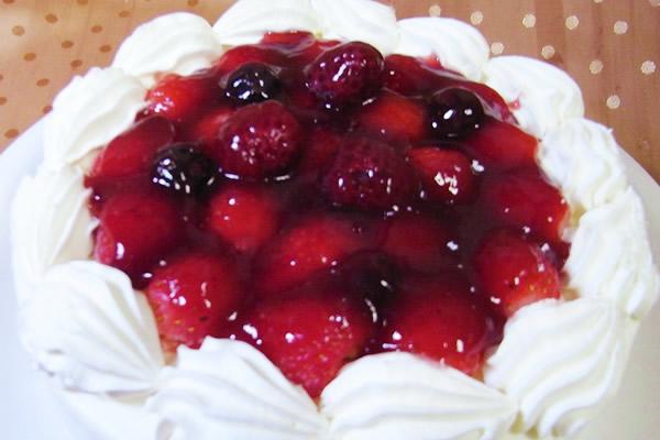 苺デコレーションケーキ6号の画像1枚目