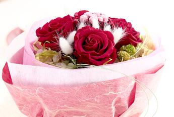 【花束:赤いバラ&ピンクのボタンフラワー】プリザーブドフラワー