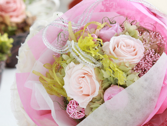 【花束:ピンクのバラ&ピンクのパラ】プリザーブドフラワー