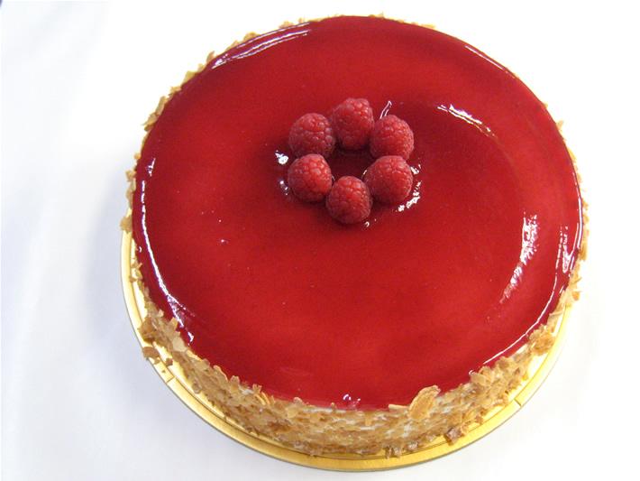ラズベリーデコレーション6号(5名〜8名様)【バースディ】【バースデーケーキ 誕生日ケーキ デコ】の画像1枚目