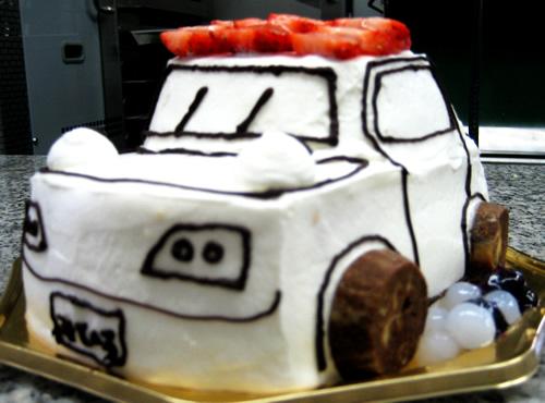 車立体ケーキ5号(15cm)【バースデーケーキ 誕生日 イラスト キャラクターケーキ デコ バースデー】