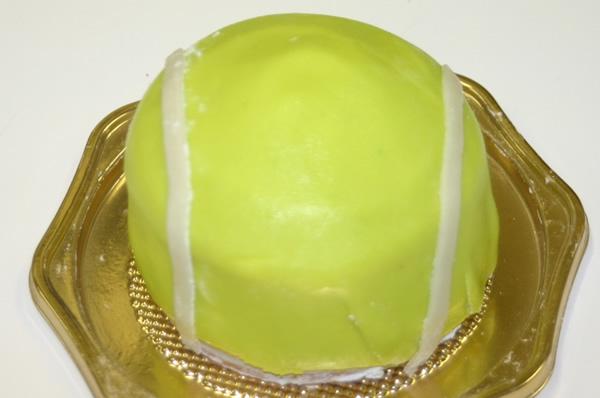 立体ケーキ テニスボール3号【バースデーケーキ 誕生日 立体ケーキ デコ バースディ】の画像1枚目