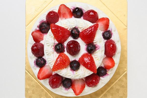 2段のケーキ  (上段:直径 約9cm / 下段:直径 約15cm)の画像2枚目
